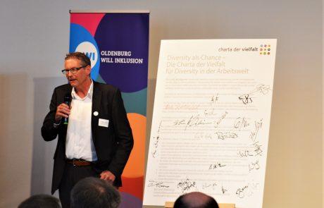 Vortrag vom Geschäftsführer der GSN Gebäudesicherheit Nord GmbH Jürgen Groen beim beim 6. Diversity-Tag Oldenburg