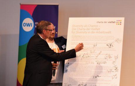 Unterzeichnung der Charta der Vielfalt durch den Geschäftsführer GSN Gebäudesicherheit Nord GmbH Jürgen Groen